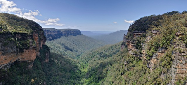 """Jamison Valley, Blue Mountains, Australia - Nov 2008"" by Diliff - Own work. Licensed under CC BY-SA 3.0 via Wikimedia Commons - https://commons.wikimedia.org/wiki/File:Jamison_Valley,_Blue_Mountains,_Australia_-_Nov_2008.jpg#/media/File:Jamison_Valley,_Blue_Mountains,_Australia_-_Nov_2008.jpg"